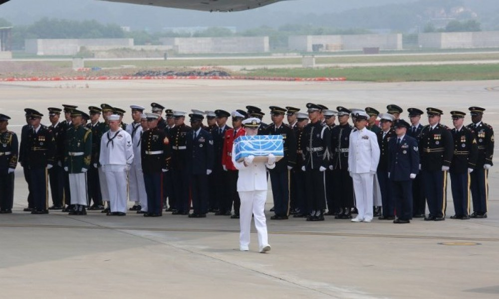 A UN honour guard carries a box containing remains believed to be from US servicemen killed during the 1950-53 Korean War, after arriving from North Korea at Osan Air Base in Pyeongtaek on July 27, 2018. A US military aircraft carrying the remains of US Korean War dead collected in North Korea arrived in the South on July 27, the 65th anniversary of the