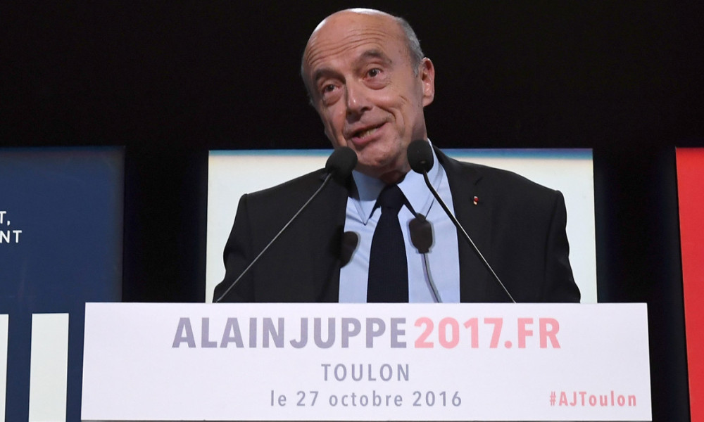 Bordeau's Mayor and Right-wing Les Republicains (LR) party's candidate for the party's primary ahead of the 2017 presidential election, Alain Juppé speaks during a meeting in La Garde, near Toulon on October 27, 2016.  BORIS HORVAT / AFP