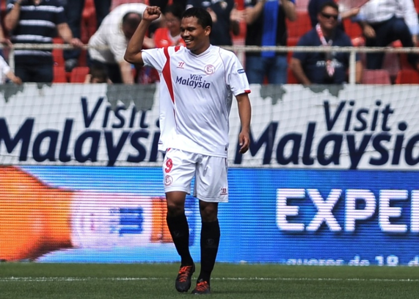 Manchester United cible Carlos Bacca