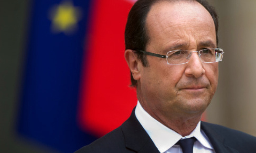 François Hollande rend une visite surprise au salon de l'engagement