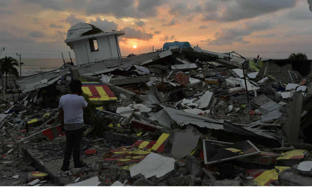 The sun sets in one of Ecuador's worst-hit towns, Pedernales, a day after a 7.8-magnitude quake hit the country, on April 17, 2016. The toll from the big earthquake in Ecuador rose on Sunday to 246 dead and 2,527 people injured, the country's vice president said. RODRIGO BUENDIA / AFP