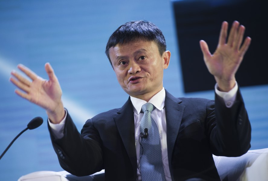 "Le PDG du groupe Alibaba a invité son homologue de Facebook à ""réparer sa plateforme"", lors d'un forum international en Chine."