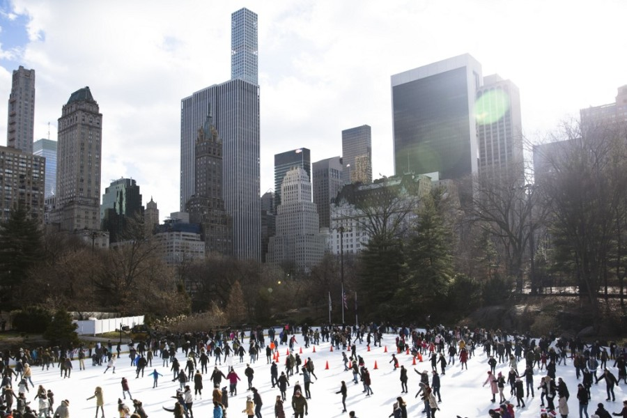 Une patinoire de Central Park, à New York le 25 décembre 2017. AMIR LEVY / GETTY IMAGES NORTH AMERICA / AFP
