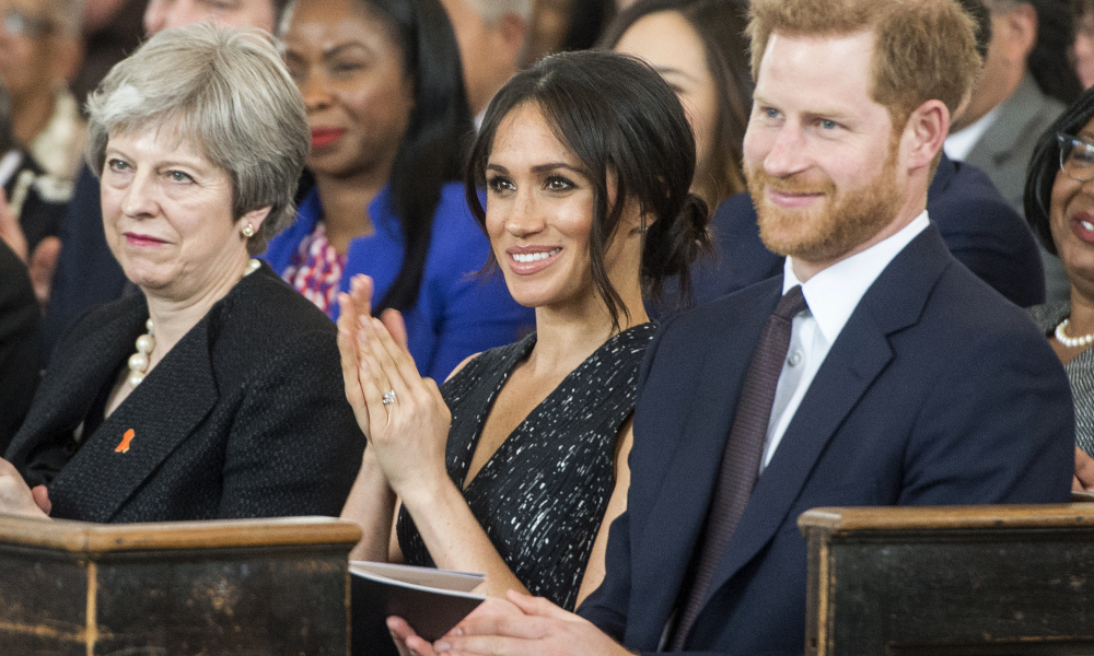 De gauche à droite: Theresa May, Meghan Markle et le Prince Harry, le 23 avril 2018 à Londres.