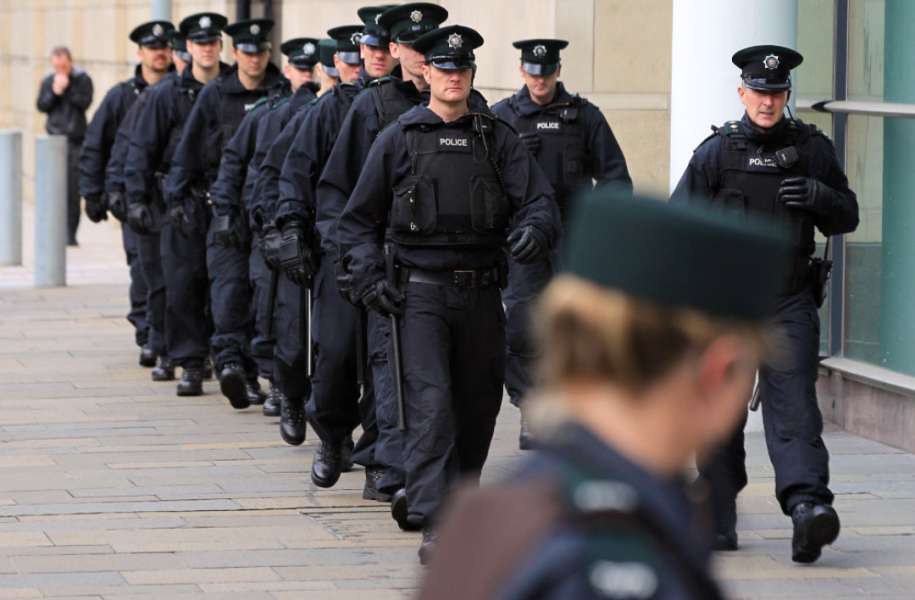 Agents de police d'Irlande du Nord, ici à Belfast le 6 septembre 2011 (photo d'illustration). - Peter Muhly - AFP