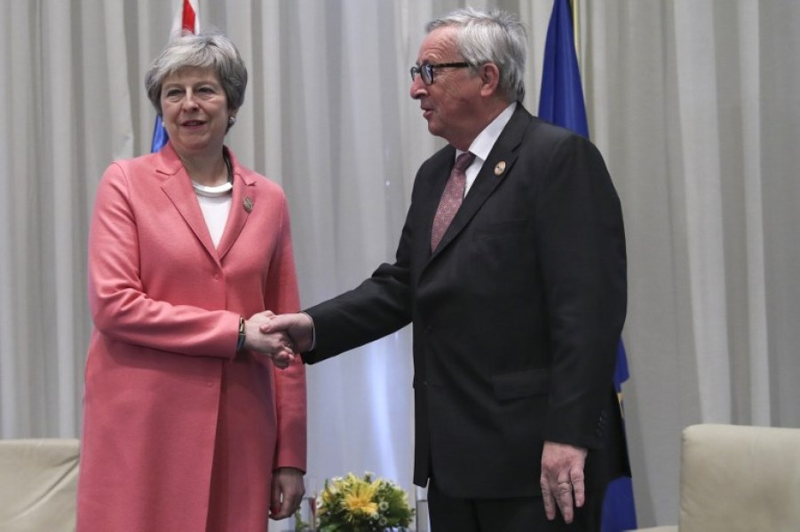 theresa may et jc juncker en egypte