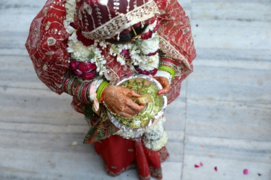 Une mariée indienne en costume traditionnel, le 3 mars 2014 à New Delhi
