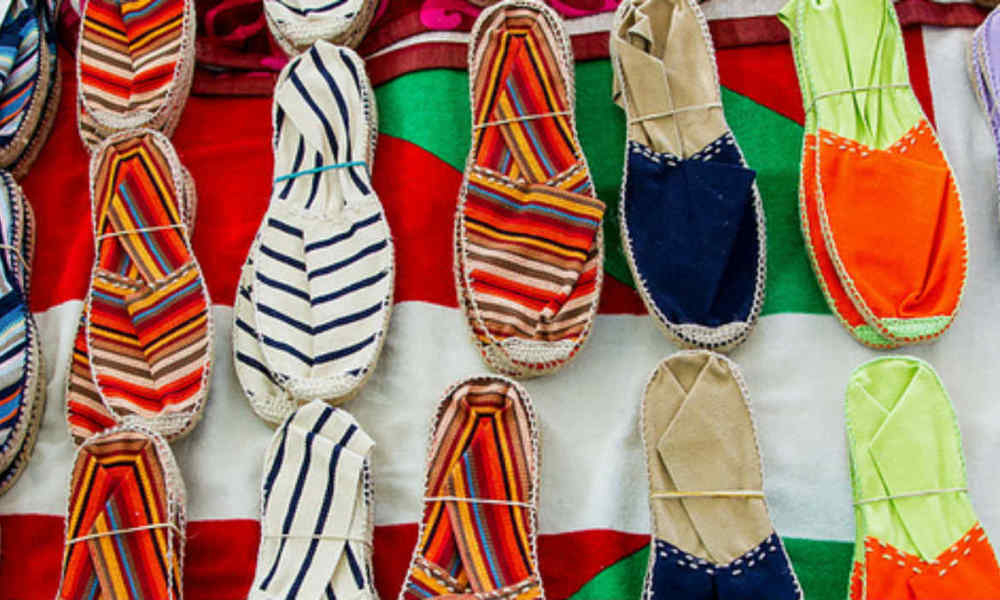 Des paires d'espadrilles. (Photo d'illustration)