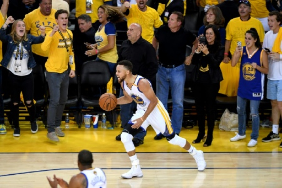 La star des Golden State Warriors Stephen Curry lors du match 5 de la finale NBA face aux Cleveland Cavaliers, le 12 juin 2017 à Oakland (Californie)