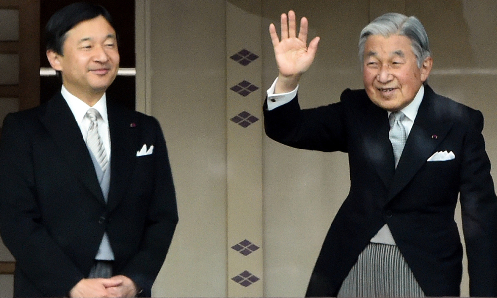 (FILES) This file photo taken on January 2, 2015 shows Japan's Emperor Akihito (R) waving to well-wishers while Crown Prince Naruhito (L) looks on, during their new year greetings in Tokyo. Japanese Emperor Akihito said on August 8, 2016 he is worried his weakening health may make it hard to fulfil his duties, in a speech seen as flagging a possible future abdication.  TOSHIFUMI KITAMURA / AFP