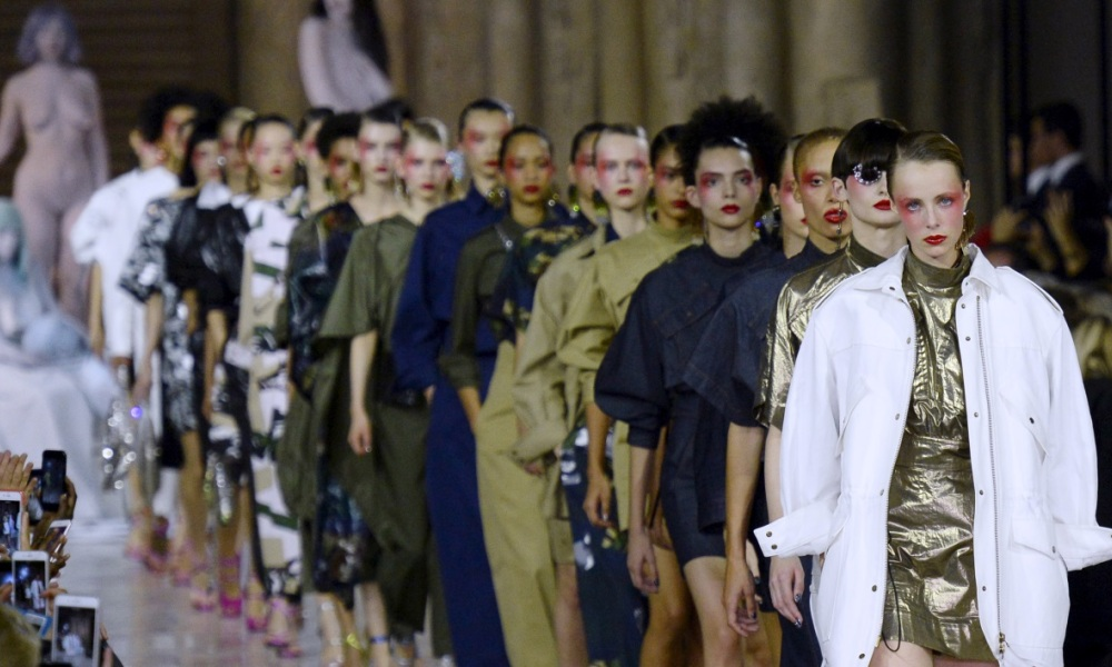 À elle seule, la fashion week de Paris rapporte plus de 10 milliards d'euros.