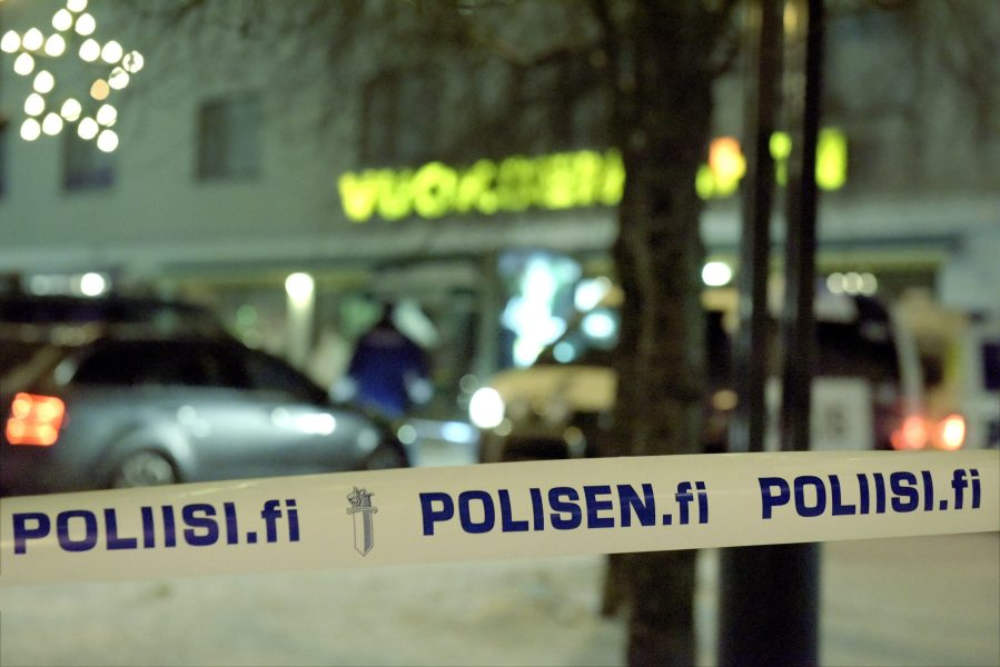 Police officers investigate the area where three women were killed in a restaurant in Imatra, Eastern Finland on December 4, 2016. A gunman shot dead three women, including a local council official, as they were leaving a restaurant in a small Finnish town on Saturday night, police said. Hannu RISSANEN / Lehtikuva / AFP