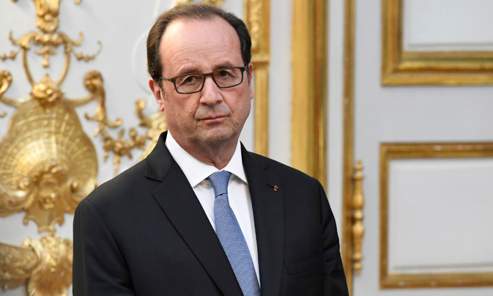 French President Francois Hollande looks on after awarding the Legion of Honour (Legion d'Honneur) to the UN secretary general at the Elysee Presidential Palace in Paris on November 17, 2016.  BERTRAND GUAY / POOL / AFP