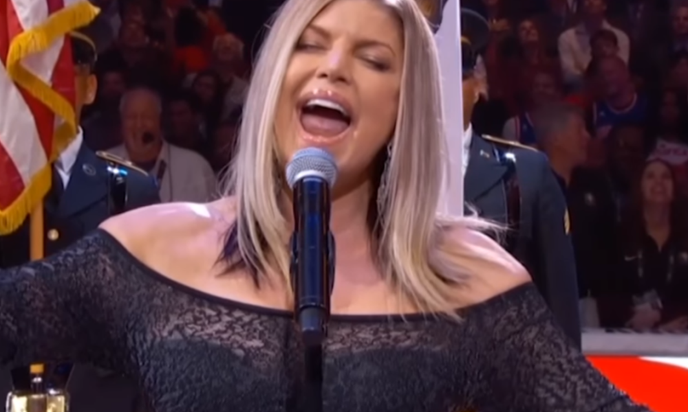 Fergie massacre l'hymne américain avant le All Star Game de la NBA