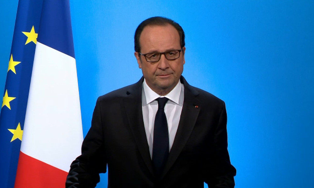 """French President Francois Hollande waits prior to deliver a speech as part of the symposium """"Caen 1956-2016. La Recherche : construire demain"""" at Caen&squot;s university on November 3, 2016 in Caen, nortwestern France.  CHARLY TRIBALLEAU / AFP"""