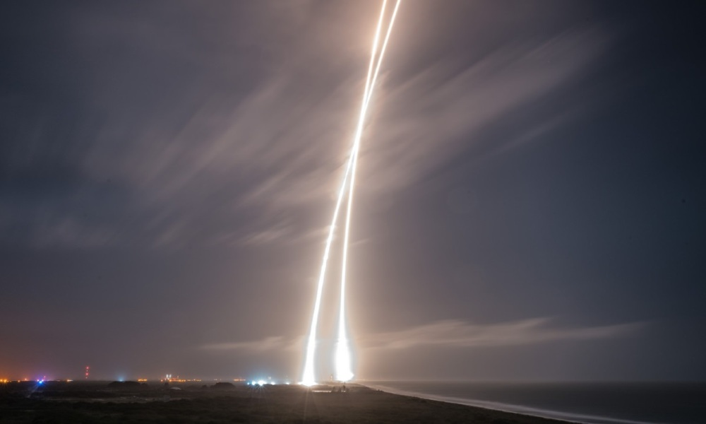 SpaceX Elon Musk Satellites Espace Nasa Jeff Bezos Amazon Tesla Fusée
