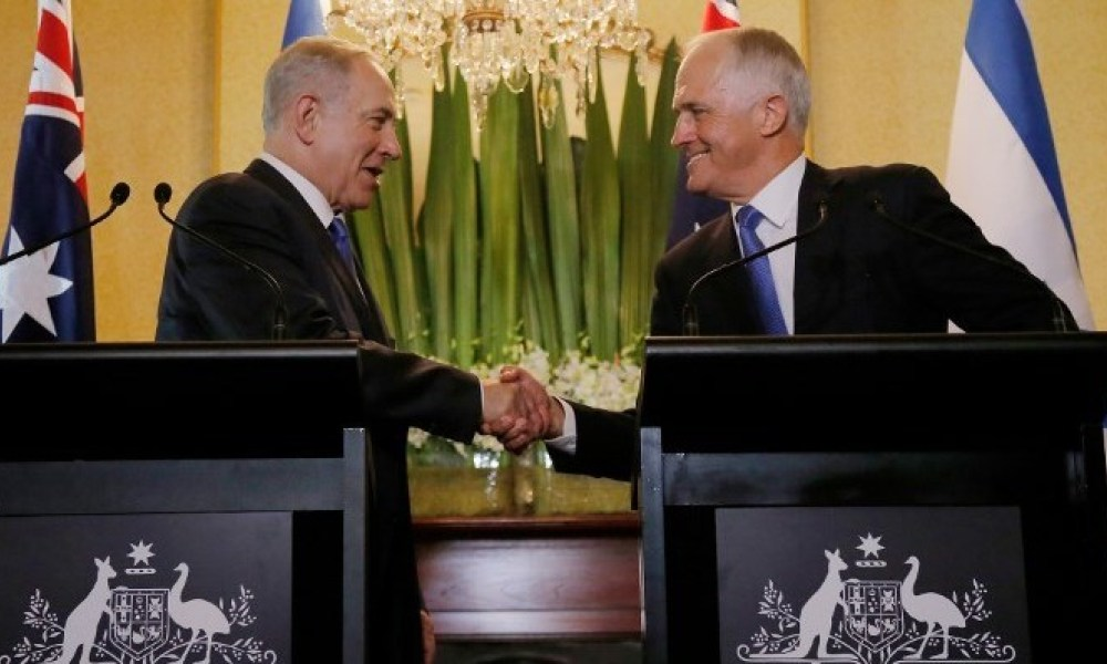 Israel's Prime Minister Benjamin Netanyahu (L) and his Australian counterpart Malcolm Turnbull shake hands during their joint press conference at Kirribilli House in Sydney on February 22, 2017. Netanyahu arrived in Sydney for a four-day official visit and will hold talks with Australian officials on bilateral and international issues.  JASON REED / POOL / AFP