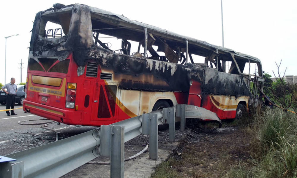 nvestigators inspect a bus carrying tourists from mainland China that crashed and caught fire along an expressway on its way to the airport in Taiwan's city of Taoyuan on July 19, 2016. The Taiwan tour bus carrying visitors from mainland China crashed and caught fire on July 19 near the capital Taipei, killing 26 on board.