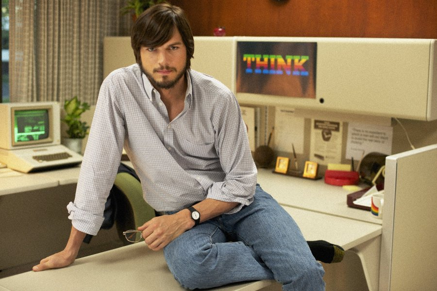 Ashton Kutcher joue le role de Steve Jobs