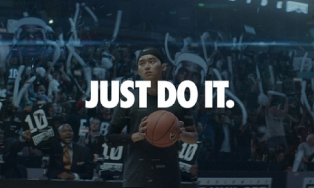 "La marque Nike fête les 25 ans de son slogan ""Just do it""."