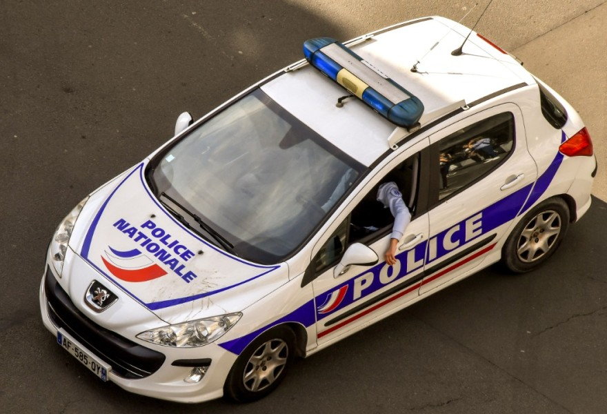 Une voiture de police patrouille à Lille, le 10 avril 2018 (photo d'illustration)