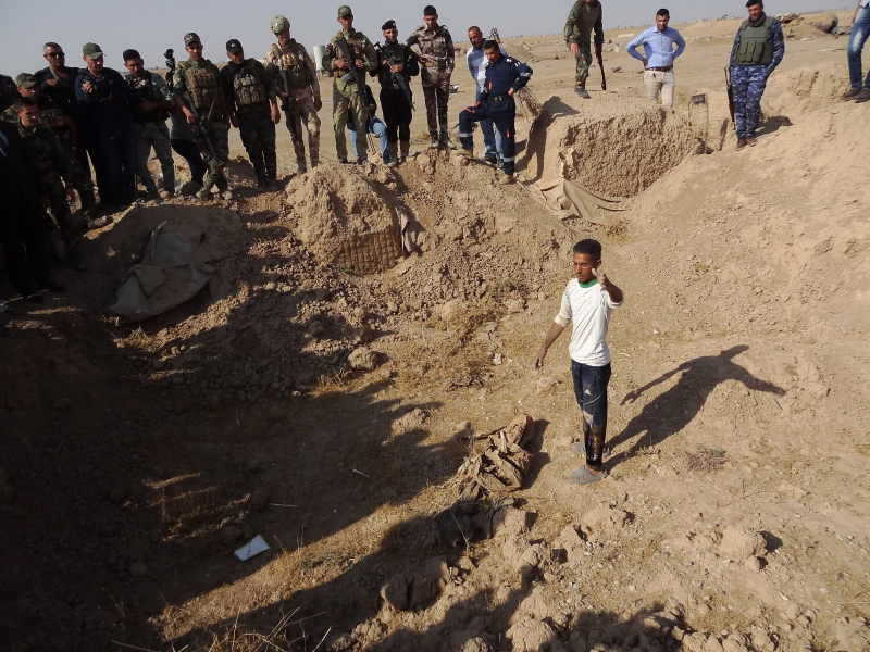 Iraqi forces search the site of a suspected mass grave containing the remains of victims of the Islamic State group, near the former al bakara military base on November 11, 2017, south west of Hawija.  Marwan IBRAHIM / AFP
