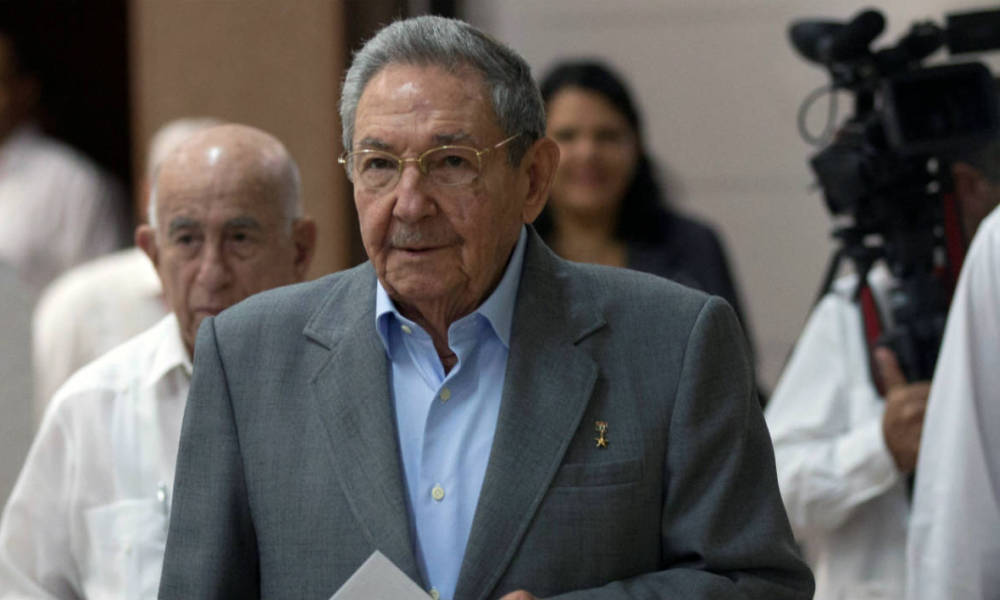 Handout picture released by Cuban official website www.cubadebate.cu showing Cuban President Raul Castro approaching to vote for new Central Committee of the Communist Party on April 18, 2016 at the Convention Palace in Havana.  ISMAEL FRANCISCO / www.cubadebate.cu / AFP