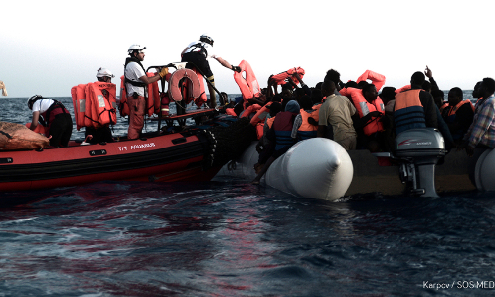 Des migrants secourus au large de la Libye par l'Aquarius. -