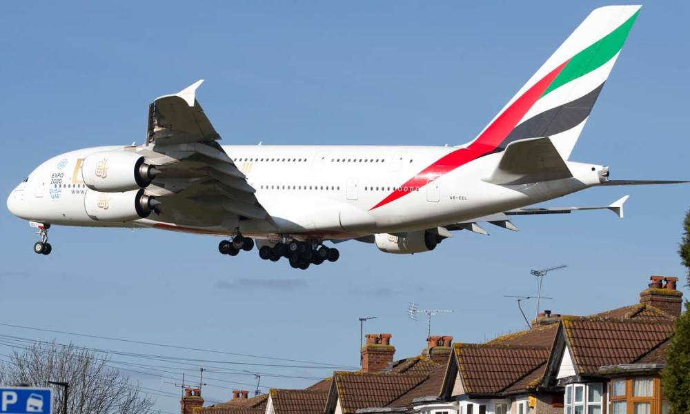 Un Airbus A380 atterrit à l'aéroport d'Heathrow à Londres (illustration)