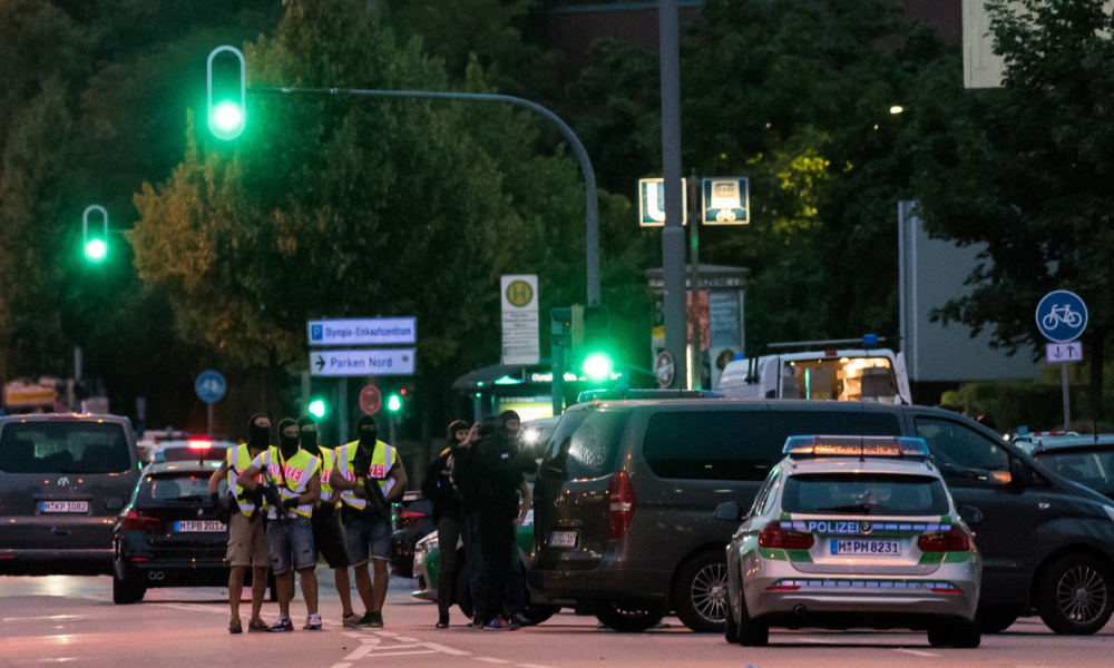 Police secures the area near a shopping mall (the Olympia Einkaufzentrum (OEZ) ) in Munich on July 22, 2016 following a shooting earlier. At least one person has been killed and 10 wounded in a shooting at a shopping centre in Munich on Friday, German police said. STRINGER / AFP