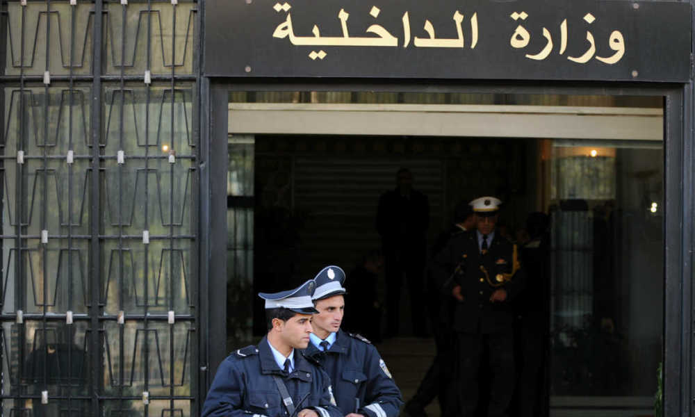 Tunisian security forces stand guard in front of the Interior Ministry headquarters in Tunis on February 21, 2013, as the minister met with the outgoing Prime Minister Hamadi Jebali. Tunisia was scrambling to find a replacement prime minister and pull itself out of a major political crisis two days after Jebali quit after failing to form a cabinet of technocrats. AFP PHOTO / FETHI BELAID FETHI BELAID / AFP