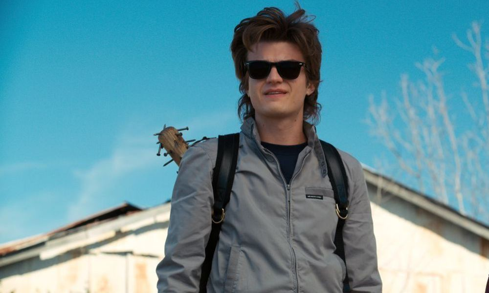 Stranger Things: Joe Keery, alias Steve Harrington, a coupé sa magnifique chevelure
