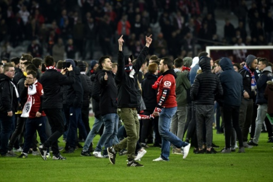 Neuf supporters interpellés — Incidents à Lille