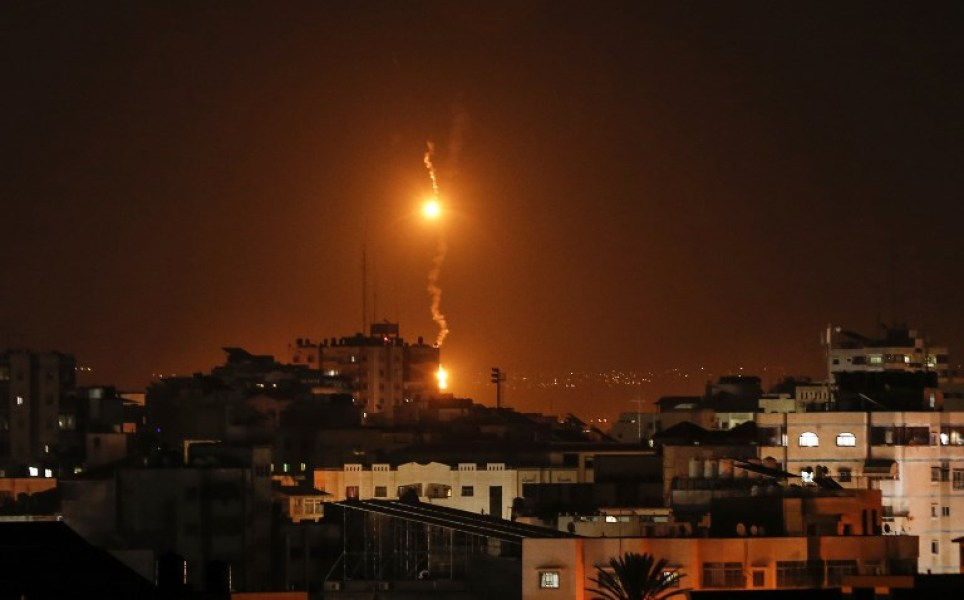 "A picture taken on November 12, 2018 shows flares dropped by Israeli warplanes above Gaza city. Israel's military said it was carrying out air strikes ""throughout the Gaza Strip""after a barrage of rocket fire from the Palestinian enclave towards its territory. The flare-up follows a clash that erupted during an Israeli special forces operation in the Gaza Strip the previous night that killed eight people with Hamas, the Islamist movement that runs the Gaza Strip, vowing revenge. MAHMUD HAMS / AFP"