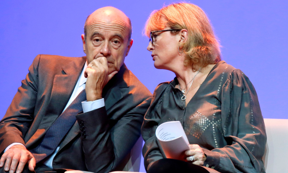 "France Former President Jacques Chirac's daughter Claude Chirac (R) speaks to Bordeaux's mayor and France's former Prime Minister Alain Juppé (L) during the ""Prix de la Fondation Chirac"" award ceremony at the Musee du Quai Branly in Paris on November 21, 2013. AFP PHOTO / POOL / JACKY NAEGELEN JACKY NAEGELEN / POOL / AFP"