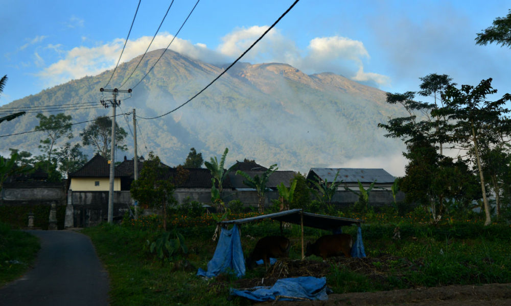 Menace d'éruption d'un volcan — Bali