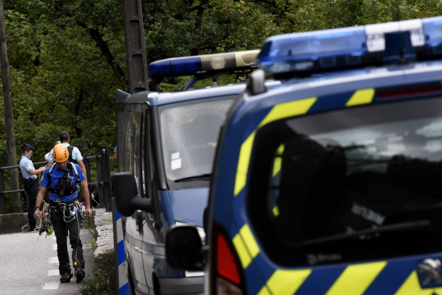 Gendarmes conduct a search for Maelys in Les Gorges de Chailles on September 6, 2017 in Saint Beron, eastern France, as divers look in the Guiers river after the mysterious disappearance of the nine-year-old girl during a wedding party on August 26 overnight in Pont-de-Beauvoisin, eastern France.