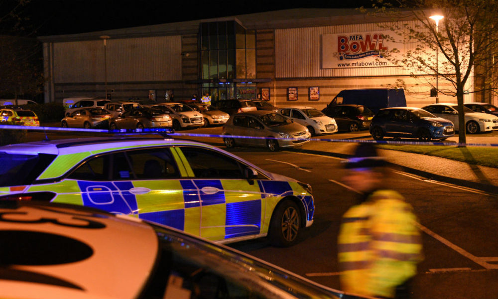 Police stand guard at a cordon near the MFA Bowl at The Bermuda leisure park in Nuneaton, central England, on October 22, 2017, shortly after the police staged an operation to end a seige at the bowling alley. British police stormed a bowling alley on Sunday after a gunman took two hostages, the venue's chief executive told the BBC, hours after the leisure centre went into lockdown. Oli SCARFF / AFP