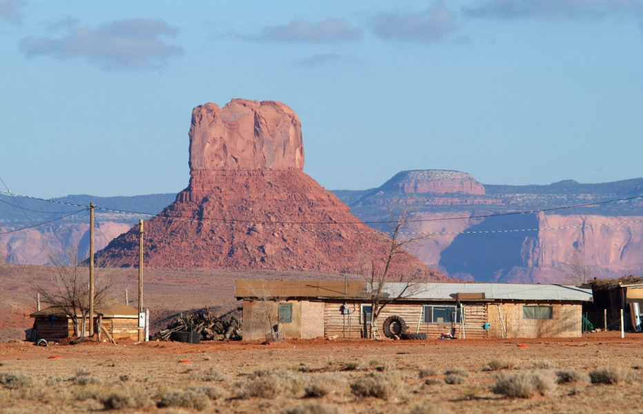 NAVAJO INDIAN RESERVATION, AZ - DECEMBER 5: A house and hogan are backed by a butte north of Round Rock December 5, 2002 on the Navajo Indian Reservation, Arizona.  DAVID MCNEW / GETTY IMAGES NORTH AMERICA / AFP