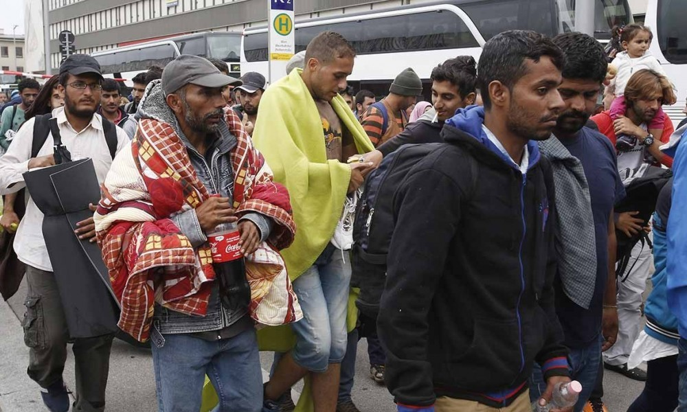 Des migrants sur le port de Calais le 19 septembre 2015.