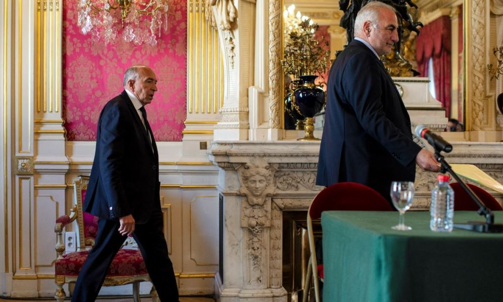 Former French Interior Minister Gerard Collomb (L) and French Mayor of Lyon Georges Kepenekian arrive at the city hall of Lyon, central eastern France to give a press conference on October 17, 2018.  ROMAIN LAFABREGUE / AFP