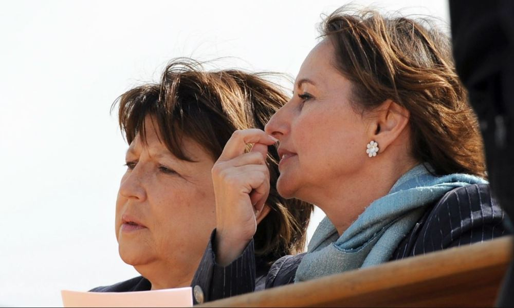 Socialist Party (PS) candidate in the 1st constituency of Charente Maritime for the French parliamentary elections Segolene Royal (R) and French PS first secretary Martine Aubry (L) are pictured aboard a boat on June 12, 2012 in La Rochelle, western France, on their way to a press conference, during a visit in support of Segolene Royal's campaign.