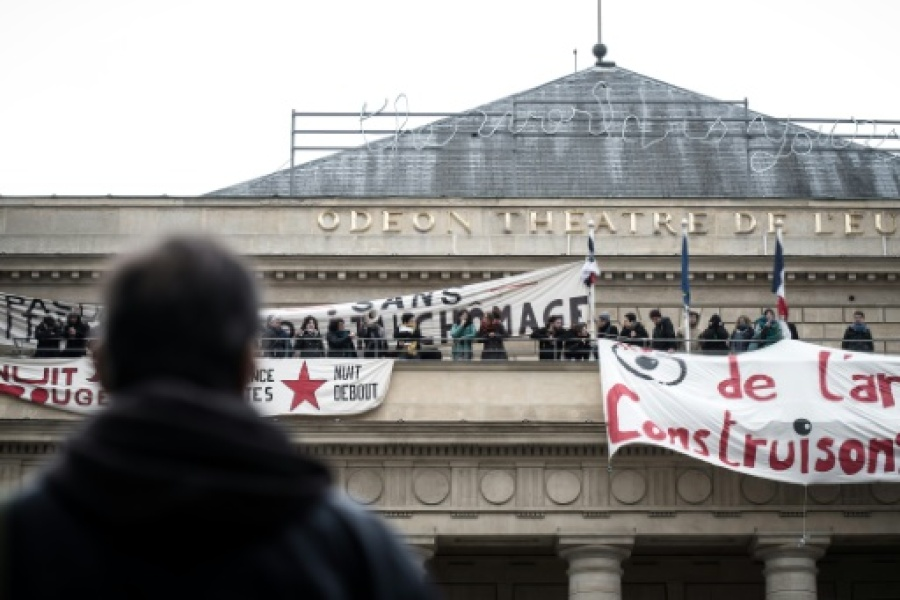 Des intermittents du spectacle au Théâtre de l'Odéon à Paris, le 25 avril 2016