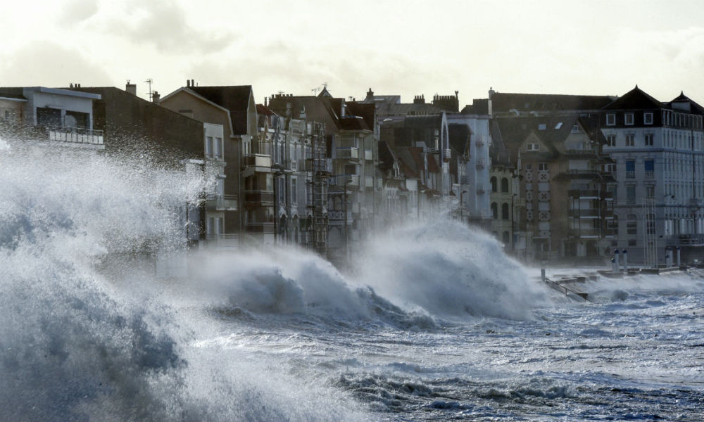 Waves crash against the seafront of Wimereux, northern France, as storm Eleanor hits the northern part of France on January 3, 2018.  FRANCOIS LO PRESTI / AFP