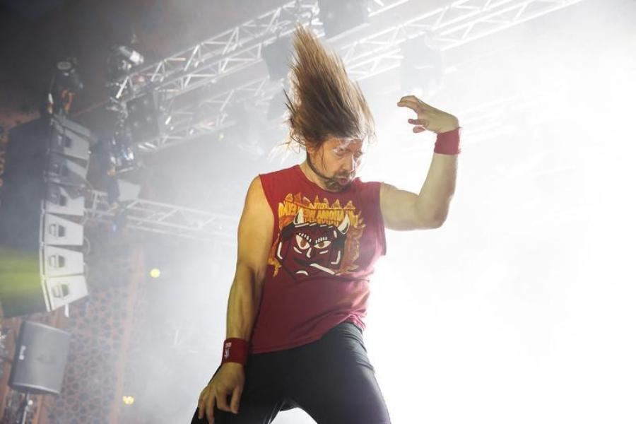"UN AMÉRICAIN CHAMPION DU MONDE DE ""AIR GUITAR"""
