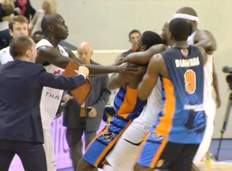 Incidents entre le Paris-Levallois et Gravelines