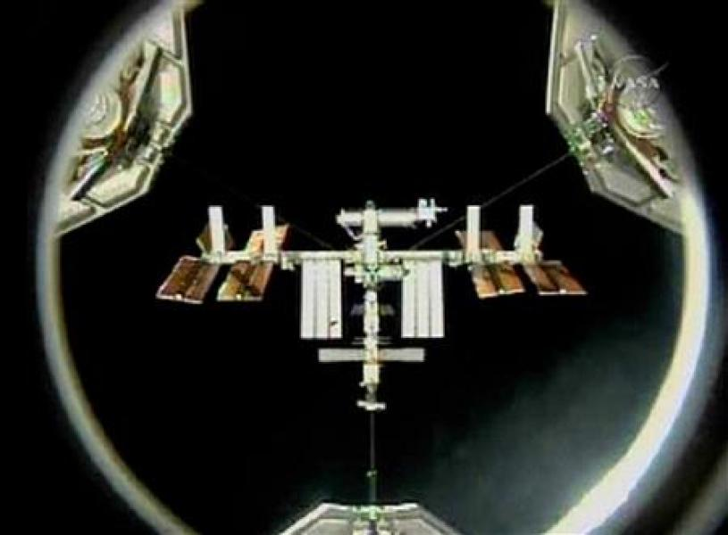 La navette discovery quitte l'iss