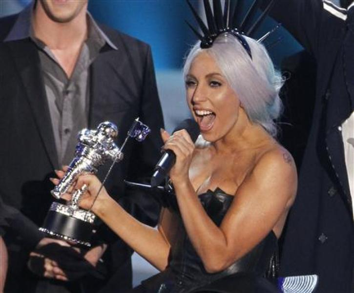 Lady gaga reine des mtv video music awards