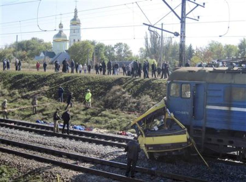 Collision meurtrière en ukraine entre un bus et un train
