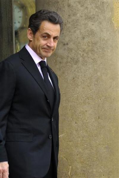 Nicolas sarkozy condamne l'usage inacceptable de la force en libye